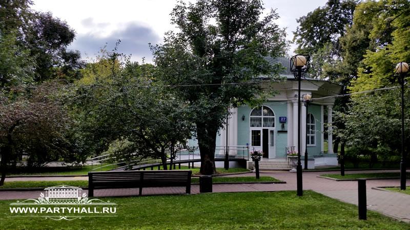 Выездная регистрация брака в Парке в Ротонда