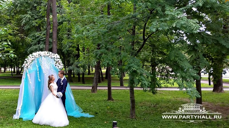 Выездная регистрация брака в Парке под открытым небом на природе
