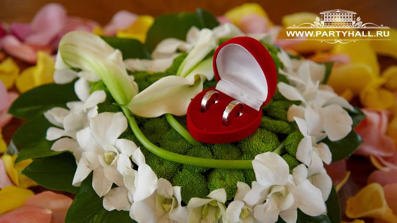 Оформление цветами выездной регистрации брака