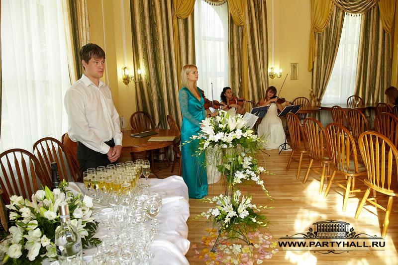 Флористика и украшения в Ротонде для выездной регистрации брака
